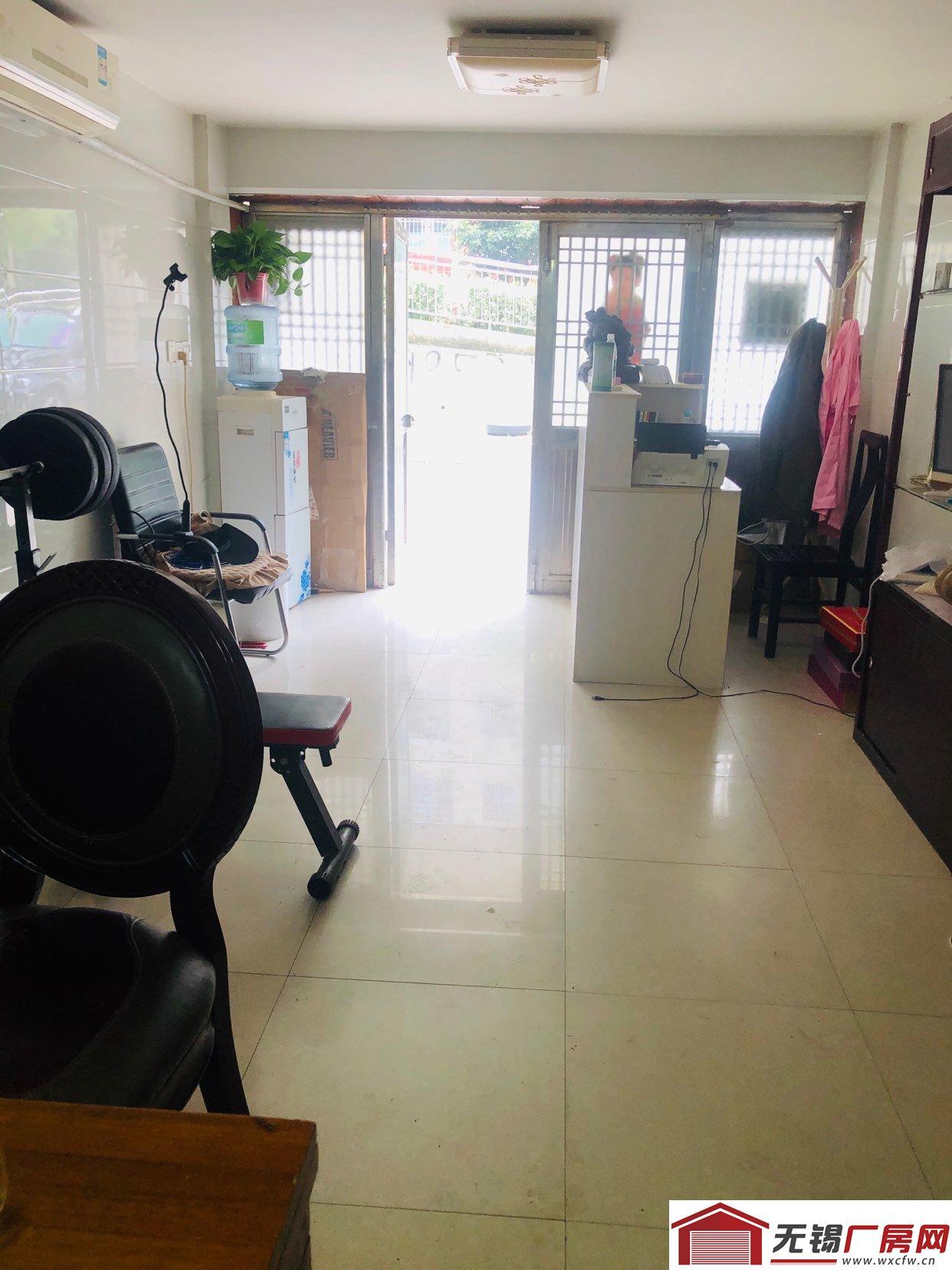 车库出租(出售)放货或工作室